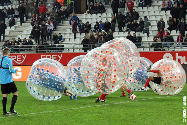 Du bubble foot à la mi-temps du Stade de Reims !