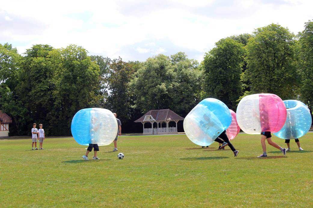 80 personnes ont testé<br/> le bubble foot à Warmeriville